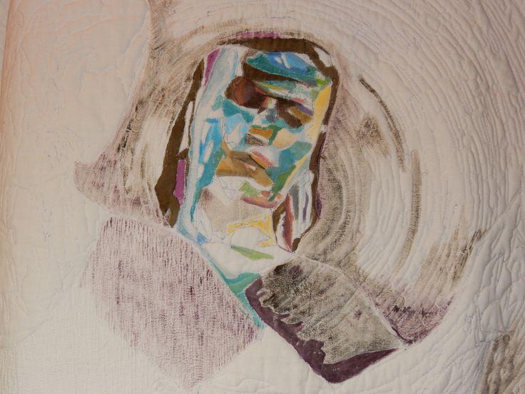 """Proces en detail foto van het werk """"Reflectie""""  wholecloth art quilt 90 x 110.  wit katoen en garen gequilt en daarna ingeschilderd. Geskea Andriessen"""