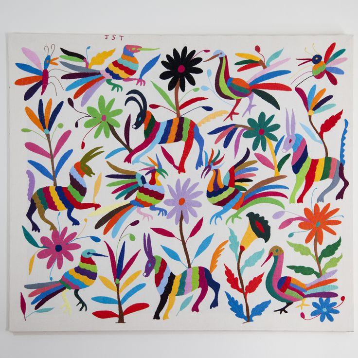Tableau Alebrijes Otomi 89x76cm by ViBamos. Un tableau unique haut en couleur, idéal pour décorer votre chambre ou votre salon. Le tenango ou tissu dessiné est brodé entièrement à la main par des femmes indiennes originaire de la Sierra Otomi-Tepehua dans l'État d'Hidalgo au Mexique.