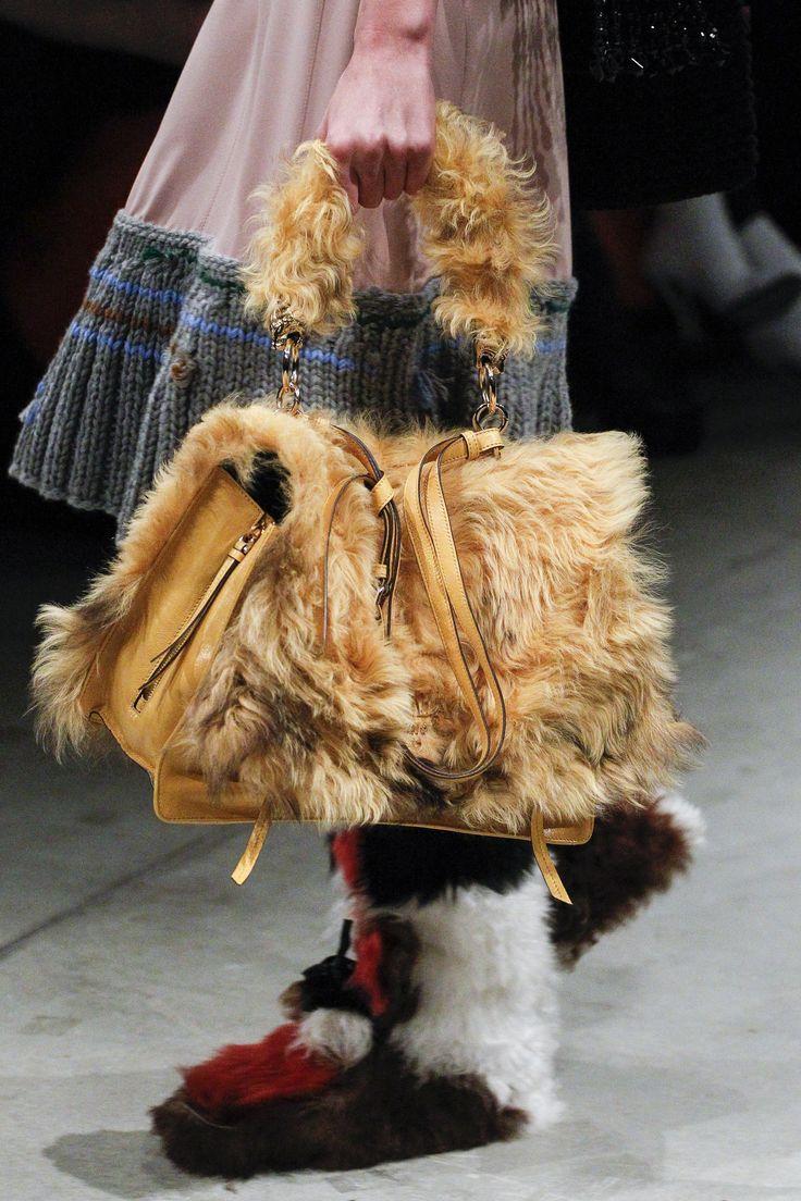 Prada Fall 2017 Ready-to-Wear Accessories Photos - Vogue
