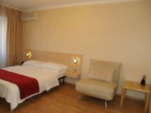 Apartments for rent in the center of Kiev #apartments #for #rent #in #maryland http://apartment.remmont.com/apartments-for-rent-in-the-center-of-kiev-apartments-for-rent-in-maryland/  #kiev apartments # Apartments for rent in the centre of Kiev Serviced apartments with air conditioning and free Wi-Fi for daily, weekly and monthly rent Whether you're traveling on business or pleasure, our fully serviced apartments are perfect alternative to hotel accommodation, as they provide more space…