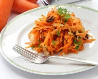 Salade de carottes râpées aux raisins secs pour 1 personne ; http://www.fourchette-et-bikini.fr/recettes/recettes-minceur/salade-de-carottes-rapees-aux-raisins-secs-pour-1-personne.html