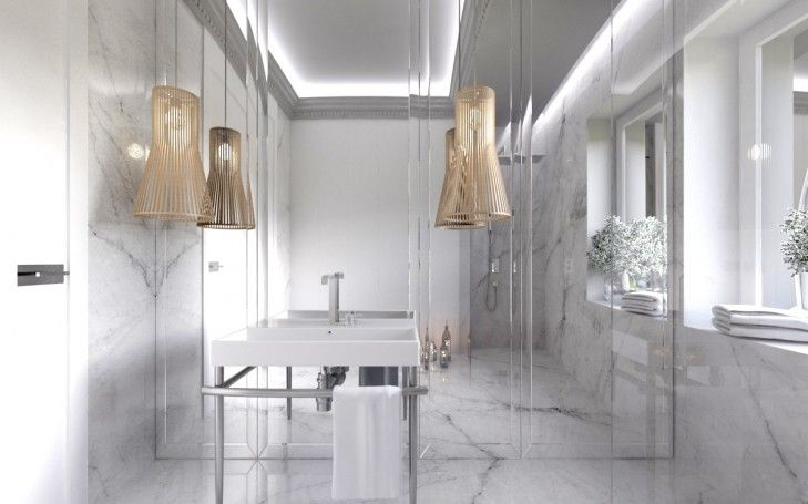 Wystrój luksusowej łazienki. Klasyczne, białe wnętrze ożywiają drewniane wielkie lampy zawieszone na lustrze.