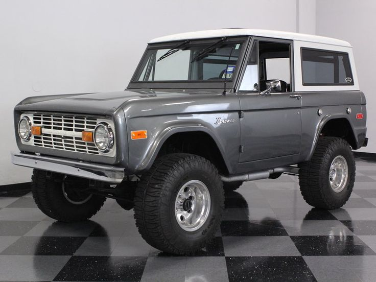 1970 Ford Bronco in Liquid Platinum