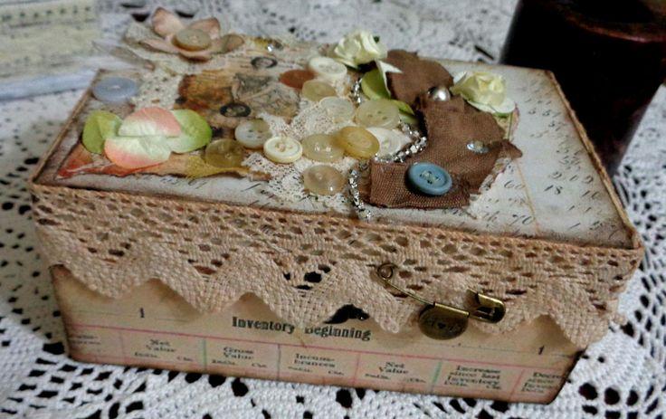 Cofanetto portagioie, porta lettere ecc. in legno balsa decorato a mano in stile Shabby Vintage di Laradesigncreations su Etsy