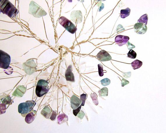 Arc en ciel Fluorite fil arbre Sculpture, Statue arbre de vie résistant au ternissement fil plaqué argent avec des Chips Semi pierre précieuse, cadeau fait main