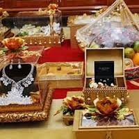 Hasil gambar untuk hantaran pernikahan perhiasan