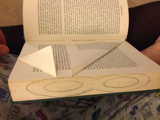 folding book page art - tutorials... Saw this on Lauren Conrad and needed a tutorial. Poof there it is