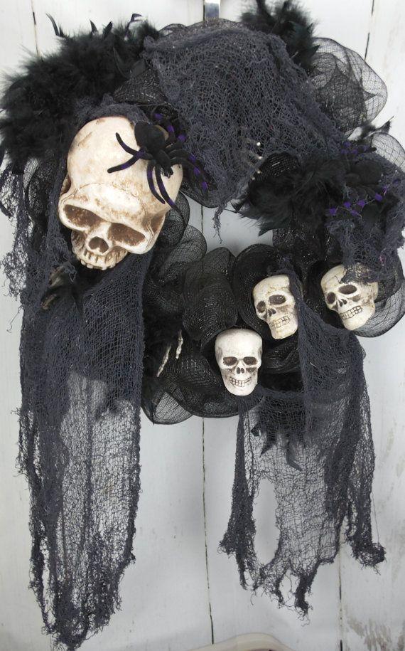 Scary Halloween Wreath, Skull Wreath, Skull and Bones Halloween Decor, Skeleton Halloween Door Decor, Halloween Decoration, Skeleton Wreath
