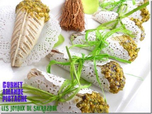 Cornets aux amandes et pistaches, gâteaux algériens