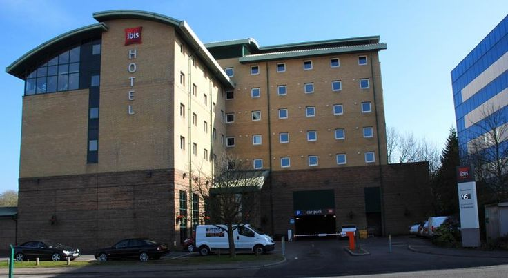 ibis London Gatwick Airport Crawley With an on-site restaurant and 24-hour front desk, Ibis Gatwick offers modern rooms and an airport shuttle service. The hotel is a 10-minute drive from all Gatwick Airport terminals.
