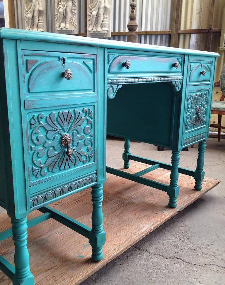 Chalk Paint® by Annie Sloan, Florence with Dark Wax by The Owl Box