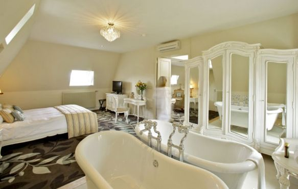 Luxury hotel suites with beautiful views in a historic French chateau | Chateau de la Cazine