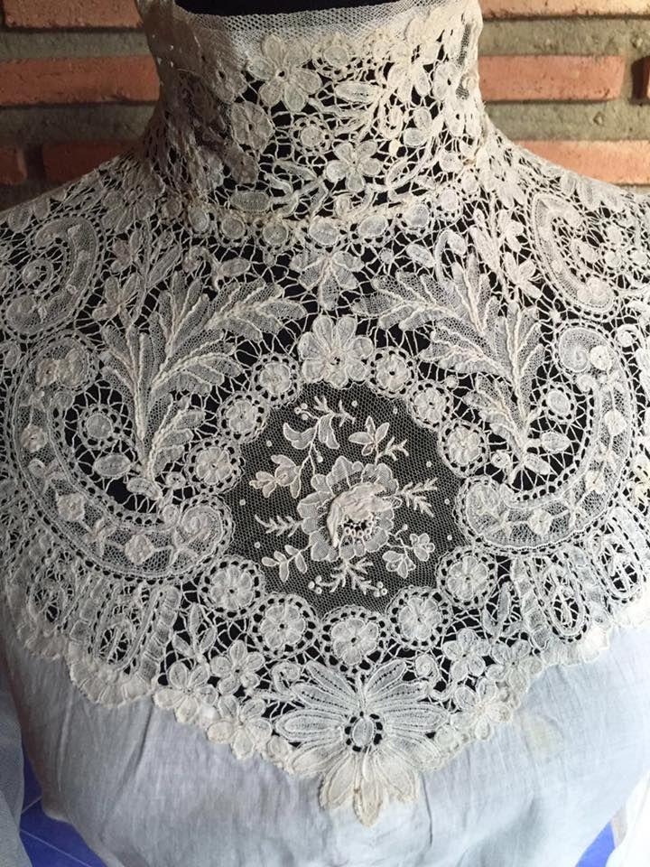 Juan Manuel Fernandez 19th c Duchesse bobbin lace with a point de gaze needlelace insert in the center
