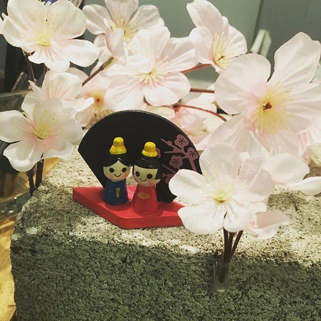 【noukanodaidokoro_shinjuku3】さんのInstagramをピンしています。 《本日は雪の予報も出て寒い日ですが、 お店では一足早く、お雛様の登場です。 暖かい春が待ち遠しいですが、 冬の寒さならではの美味しいお野菜を ご用意しております…  #お雛様 #野菜 #サラダバー #桜 #冬野菜》