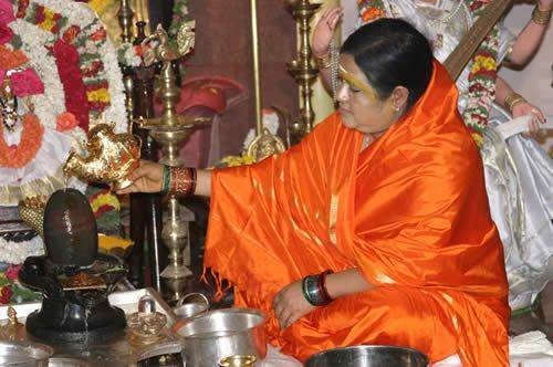 Shiva Lingam gewijd aan de god Shiva is een heilige steen zowel voor Hindoes als voor Boeddhisten.