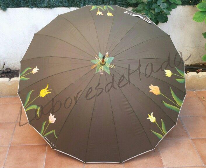 Paraguas verdes con tulipanes