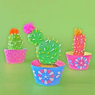 Cactus Cupcakes! Tutorial by Happythought here - https://happythought.co.uk/day-of-the-dead/cactus-cupcakes