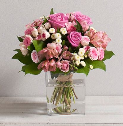46 best bouquets de roses interflora images on pinterest bouquet of roses rose bouquet and. Black Bedroom Furniture Sets. Home Design Ideas