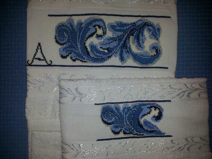 Asciugamani con ricamo punto croce, personalizzabile in tutti i suoi aspetti, dall'iniziale al disegno Vedi profilo Facebook e Instagram