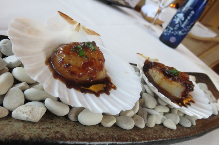 Scallops in sea shells