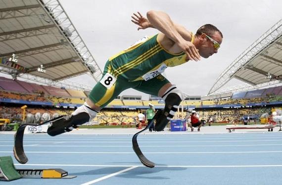 Es impreisionante!!! este flaco no tiene ambos pies pero ahora va a competir en la olimpiadas con esas prótesis. La próxima vez que tenga excusas para ir a correr voy a pensar en este hombre para darme cuenta de que todo se puede.