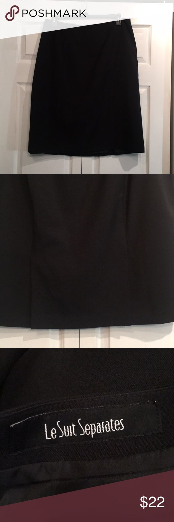 ✨ EUC LE SUIT SEPARATES PENCIL SKIRT BLACK ✨ Le Suit Separates EUC skirt. Two back slits, flat top. 16W. Make an offer and feel free to ask me questions. Measurements given upon request. Le Suit Skirts Pencil