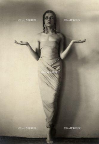 Portrait of Jia Ruskaja, prima ballerina of the Teatro della Scala in Milan1930 - 1935 ca. (c) Pasta, FernandoFratelli Alinari Museum Collections-Pasta Archive, Florence