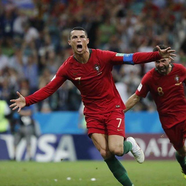 Esta Com Passagem Comprada Para Portugal E Nao Quer Perder Um Jogo De Futebol Para Ver A Bola Como Falam Por Aqui Ronaldo Cristiano Ronaldo Ronaldo Football