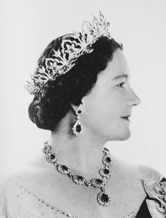Back to Queen Victoria's Oriental Circlet, worn in this profile photo of Eizabeth, Queen Consort of King George VI