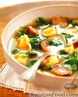 Фото к рецепту: Суп с тортеллини и колбасками