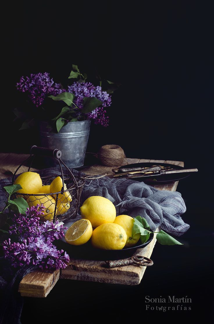 Lemons and lilacs by Sonia Martín/ Si queréis aprovechar el color y las sombras de la luz de un día nublado para crear un precioso still life o bodegón, aquí encontraréis algunos trucos...