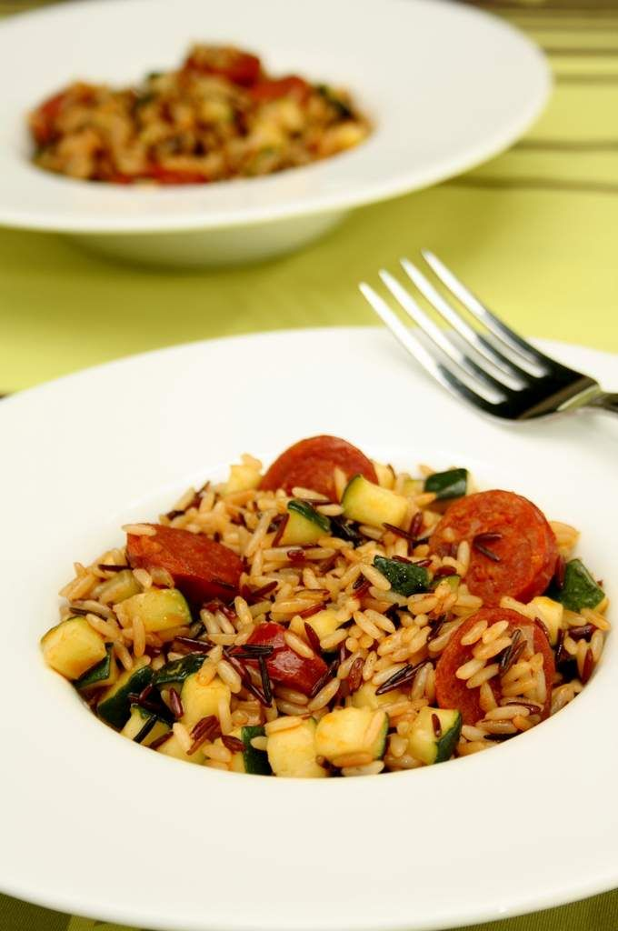 Risotto aux courgettes et chorizo  J'ai utilisé du riz camarguais pour cette recette mais l'on peut tout à fait la réaliser avec du riz arborio ! au choix ;)