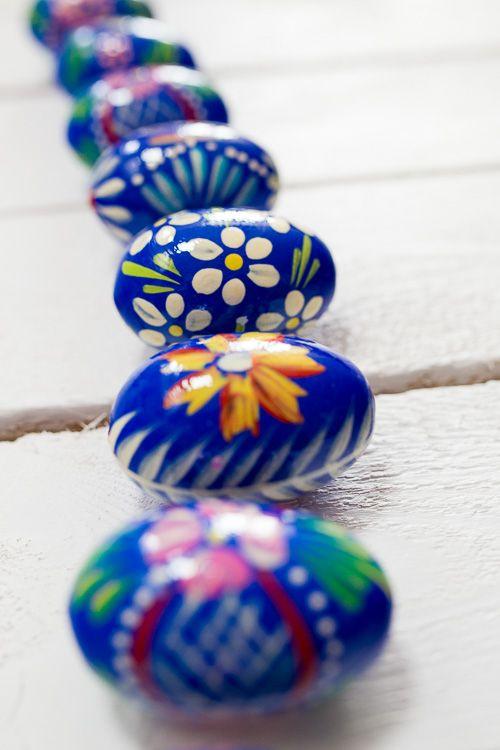 Ręcznie malowane drewniane jajko - pisanka ludowa - granatowe