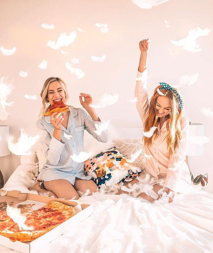 I'll have a cheese pizza with pepperoni pineapple sausage veggies and feathers please  and you know we are having this pizza in our cozy sleep shirt from @bhldn  photo captured by @mlindsayshuptar  . . . . . . . #bhldn #pizza #slumberparty #feathers #pillowfight #anthropologie  #myanthro #chicago #styleblog #chicagoblogger  #thatsdarling #whowhatwear #chicagofashion #outfitgoals #thehappynow #seeksimplicity  #whatiworetoday #midwestblogger  #springtime #springstyle  #whatimwearing…