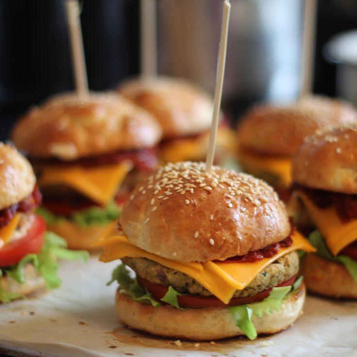 Американский бургер с курицей и беконом, домашний соус барбекю - Andy Chef - блог о еде и путешествиях, пошаговые рецепты, интернет-магазин для кондитеров