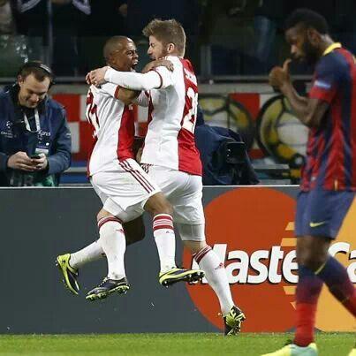 Ajax leads 1-0 against Barca
