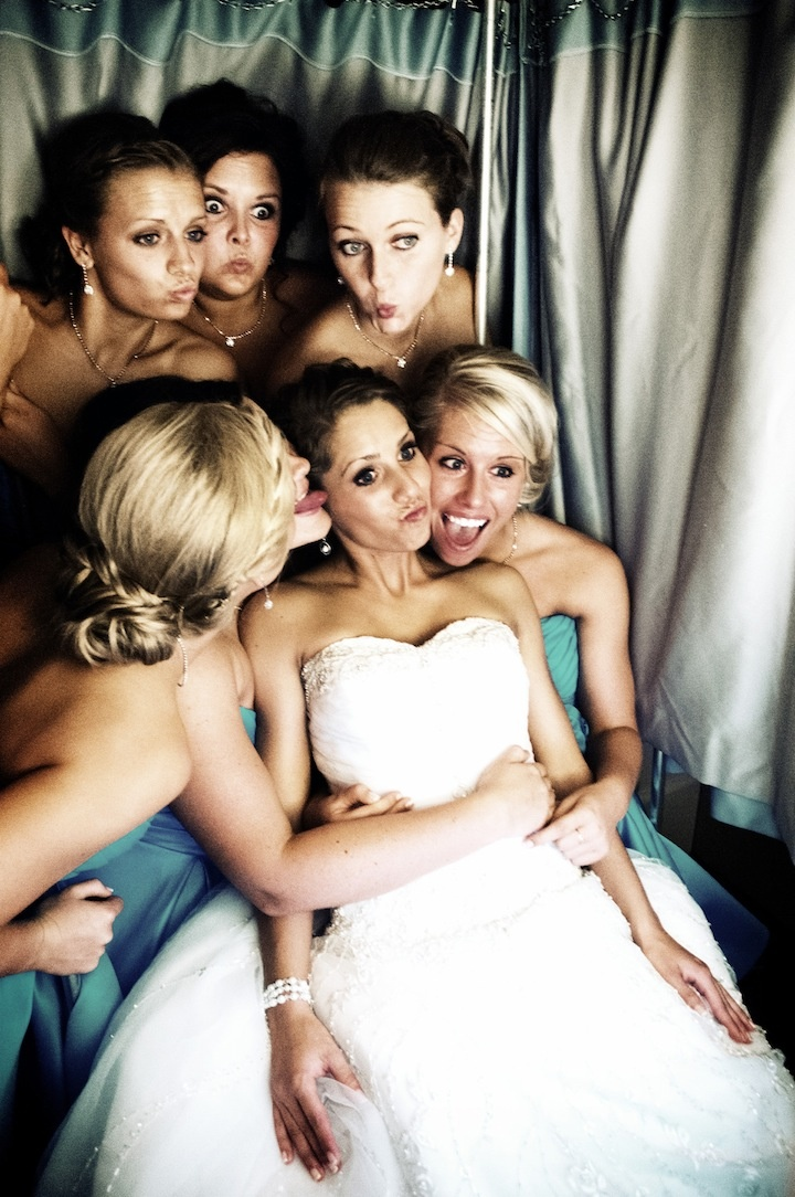 A little photobooth fun // Photo by Sarah M. #weddingphotographerminnesota #photobooth