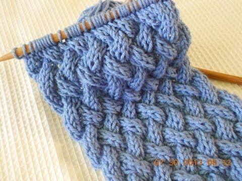 """La youtuber """"Milart Marroquin"""" vi mostrerà una particolare lavorazione a maglia utilizzando tre ferri, per creare un motivo incrociato. Questo lavoro"""