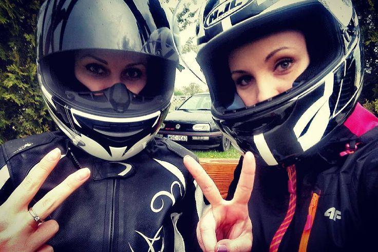 いいね!25件、コメント2件 ― Cyntさん(@cynt.de)のInstagramアカウント: 「#polishgirls #polskiedziewczyny #motogirls #motoladies #motocyklistki #friends #crazygirls #majowka…」