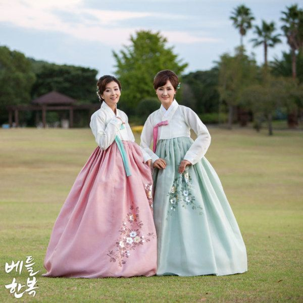 #hanbok #순우리말 #안다미로 #beautiful #mother #elegant #grace