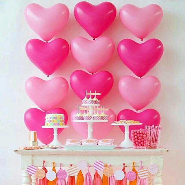 Genial este fondo de Cnady Bar hecho con globos de corazon!!!!