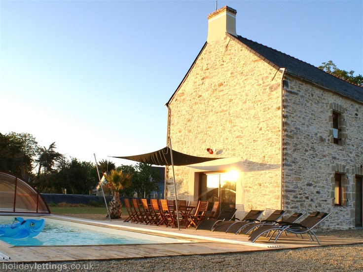 6 bedroom farmhouse in Campbon to rent from £1300 pw, with a private indoor pool. Also with balcony/terrace, TV and DVD.