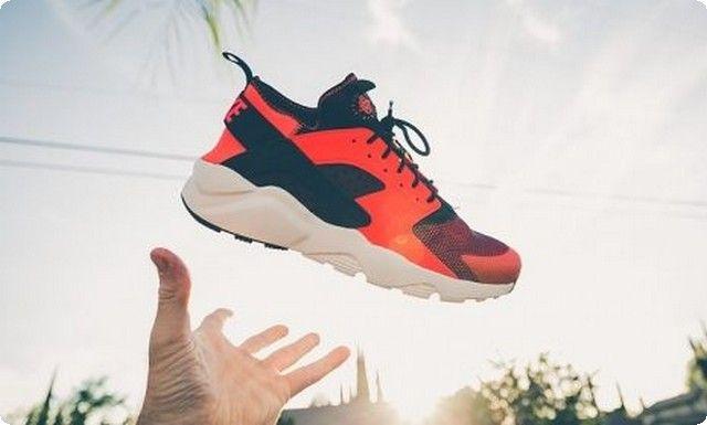 تفسير رؤية ضياع الحذاء في المنام In 2020 Nike Huarache Sneakers Nike Nike