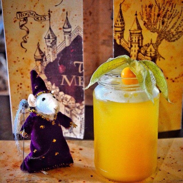Golden Snitch:  H σταρ του κουίντιτς! Το τόσο µικρό αλλά τόσο σηµαντικό ιπτάµενο αντικείµενο αποτελεί ένα απο τα πλέον αγαπηµένα των φανς! Πλέον πίνεται και η γεύση του περιέχει λεµονάδα µε ginger,φρούτα του πάθους, ανανάς