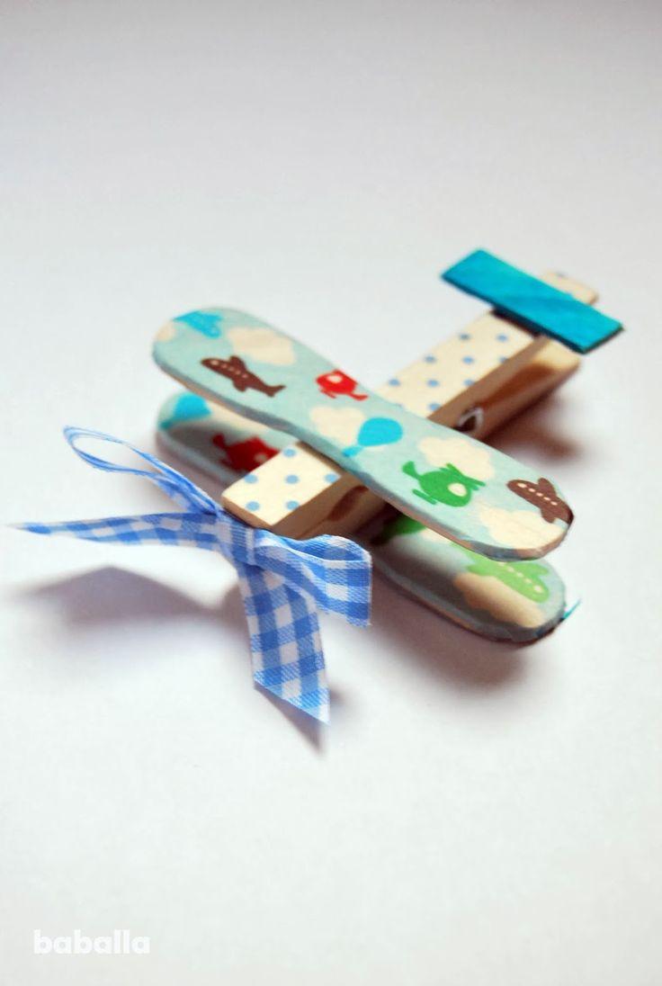 DIY: regalo personalizado para un bebé, móvil aviones | Baballa en stylelovely.com