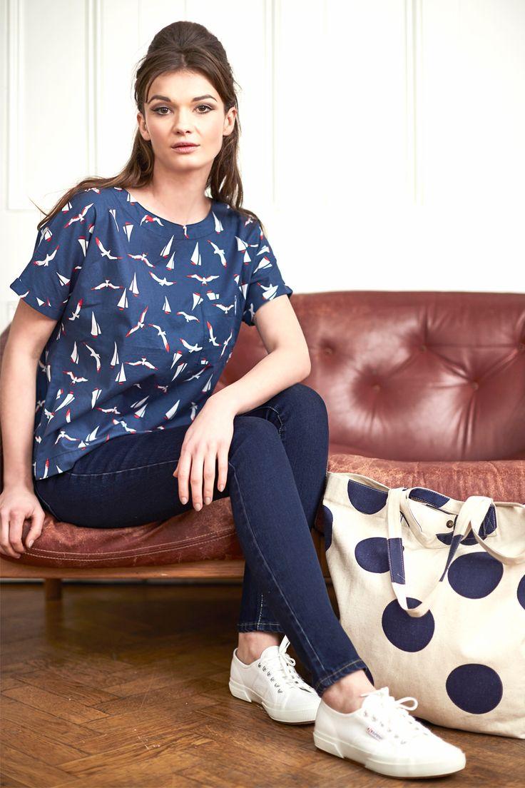 Βαμβακερή μπλούζα με vintage στυλ ναυτικό τύπωμα και κουμπάκια στην πλάτη | Sixton London | Phillyshop.gr