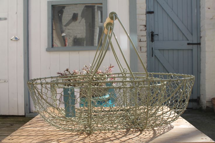This set of 2 Wirework Nesting Trugs is perfect for carrying fresh produce, storing or displaying your glorious fruit and vegetable harvest. Crafted in powder coated steel and finished in Gooseberry, these trugs have a wooden handle, making it really easy to take fruit and vegetables in from the garden to the table. £42