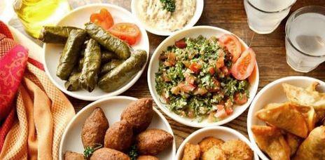 Le Libanais des fauchés Epicerie-traiteur Liban Market 5 € le plat du jour, de 1 à 5 € les mezze, 0,60 € le baklawa  33 rue Léon Jouhaux, Lyon 3e