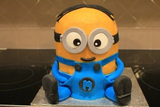 My daughters birthday cake. Minion :-)