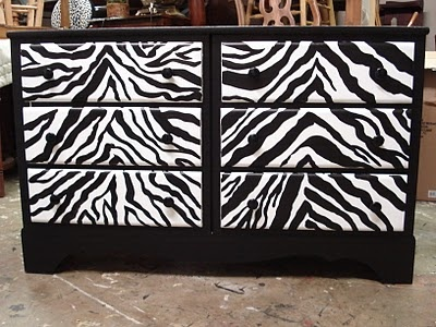Really thinking about painting the dresser like this! If I do, then I am DEFINITELY keeping it.